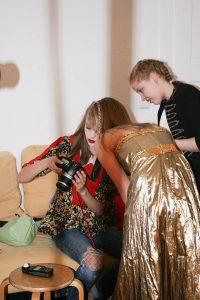 Ich hatte am Zukunfstag 2017 Besuch von drei ganz tollen Mädels vom Otto Hahn Gymnasium Göttingen. Ich gestaltete den Tag als Fotokreativworkshop! A la Heidi Klum ; ) die drei sind begeisterte Germany's Next Topmodel Schauer. In ihrer Freizeit machen sie viele tolle Fotos voneinander! Am Zukunftstag gab ich ihnen die Möglichkeit mit Profiequipment im echten Fotostudio sich gegenseitig zu fotografieren.